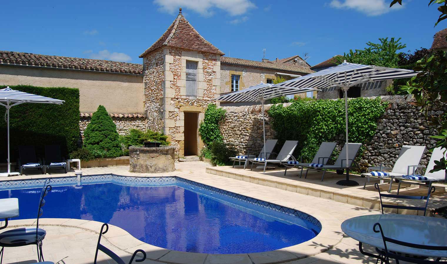 _Piscine-Hotel-Edward1er-Dordogne_